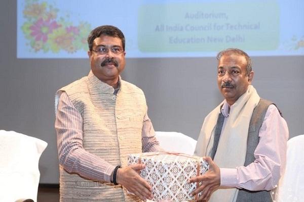 Amit Khare, Secretary, Ministry of Education superannuates