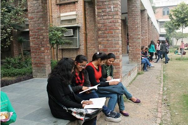Delhi University Receives 43,412 Applications